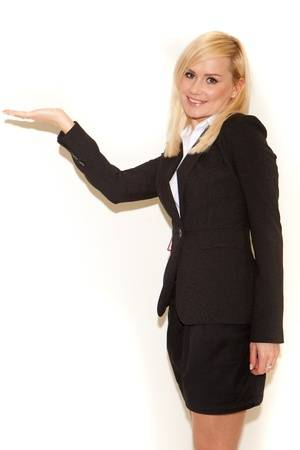 Busco empleada para secretaria asistente con buena presencia disponibilidad total